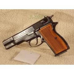 Pistolet Luger M90 9x19